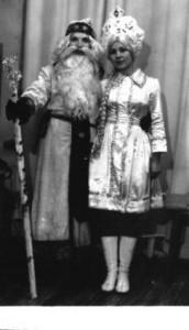 1978 год. Борис Петрович Резников в ДКУ со Снегурочкой.
