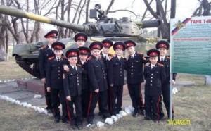 В следующем году юных курсантов научат водить военную технику