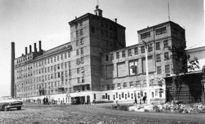 Здание ЦОФа строили около десяти лет, а снесут за год
