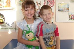 Братик и сестренка Алена и Саша