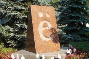 """Точки над буквой """"Ё"""" наделали столько проблем,что ей даже памятник установили"""