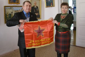 Знамя отряда Павла Разгонова торжественно передали в государственный фонд музея