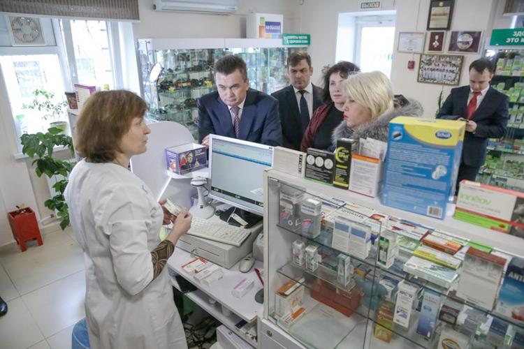 Губернатор сравнил аптечные цены