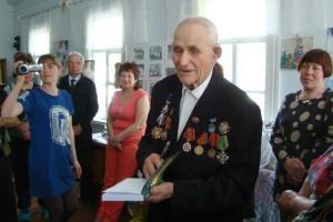 Николай Ковальчук подарил свою новую книгу друзьям и помощникам