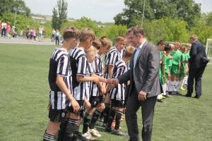 Глава округа приветствует юных футболистов