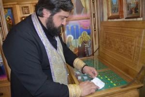 Отец Иоанн привез святые мощи из Киево-Печерской лавры