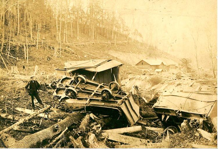 Крушение вагонеток. 1910-е годы