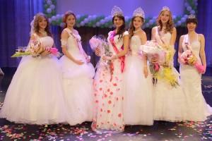 Диадема, подарки и цветы - каждой участнице конкурса