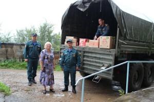 8 сентября машина с гуманитарной помощью отправилась в соседний район, пострадавший от тайфунов