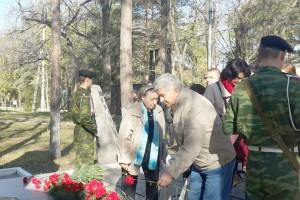 Участники форума возложили цветы к памятнику кировчанам, погибщим в годы Великой Отечественной войны