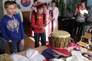 На фестивале можно стать даже корейским барабанщиком
