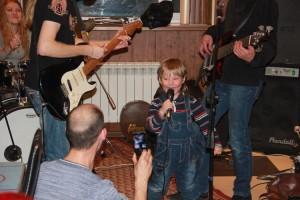 """Концертная площадка """"Овертайма"""" открыта для талантов, даже для таких юных"""