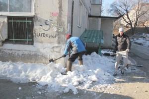 Снегопад закончился - пора дворы убирать