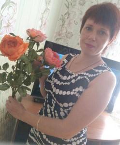 В ее руках оживают цветы