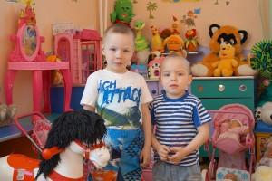 Братишкам Андрею и Максиму очень нравится конструктор