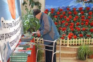 Жители могли не только сфотографировать цветы на память, но и купить бегонии для своего дома