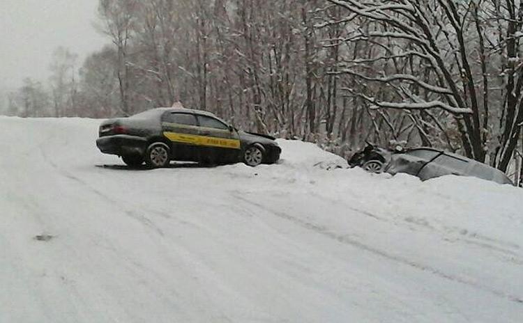 Водитель легкового авто не учел дорожных условий и стал виновником ДТП