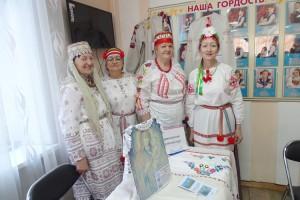 Большой интерес у посетителей выставки  вызвала демонстрация костюмов, одному из которых более ста лет