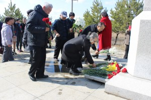 Цветы для героев-корейцев