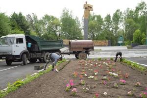 Озеленительные работы на мемориале воинам-партизанцам