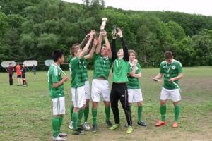 Футболисты «Сучана» празднуют победу!