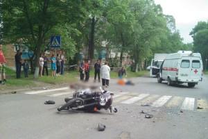 Мотоциклист и его пассажир в момент аварии были без защитных шлемов