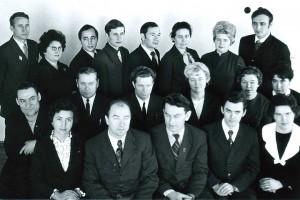 Виталий Андреев в первом ряду второй слева