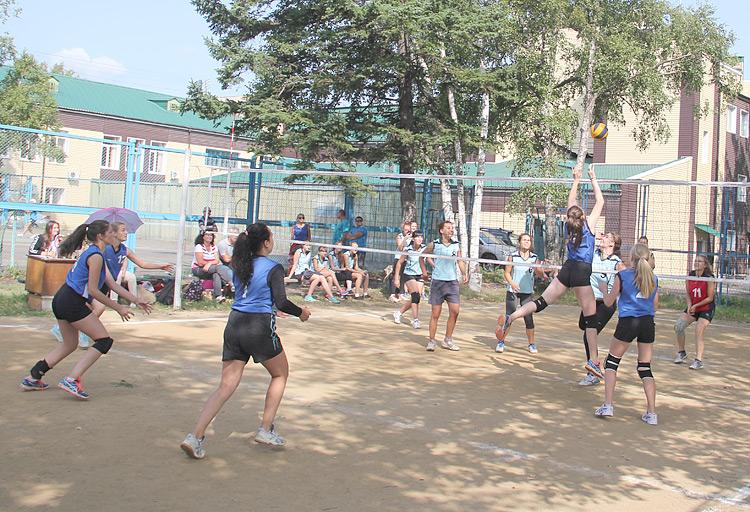 На турнир имени Виктора Снежко прибыло семь команд