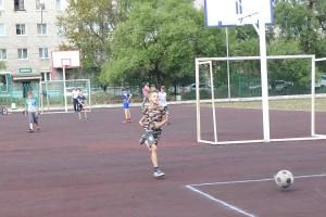 После уроков ученики школы №50 бегут на стадион
