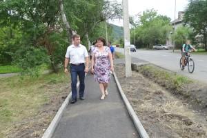 На следующий год работы по асфальтированию тротуара продолжатся