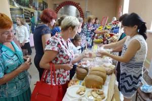 Горожан угощали продукцией местного производства