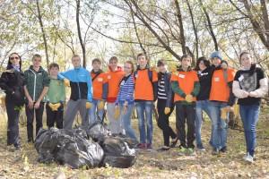 Цель экомарафона - не только мусорные свалки убирать, главное - научить ребят любить и беречь природу