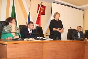Приглашение Общественной палаты принять участие в заседании, проигнорировали только депутаты-коммунисты