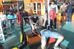 Многие из юных тяжелоатлетов заявились на участие сразу в трех дисциплинах
