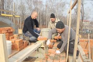 Казаки Северо-Сучанской станицы строят часовню трех святых в Партизанске