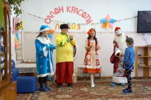 Всем хватило развлечений и угощений из мешка Деда Мороза