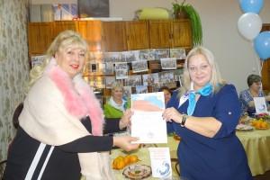Грамоту за активную общественную работу получила сотрудник газеты «Вести» Татьяна Щелкун