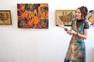 В коллажах Елены Шлык творческая энергия женщины упорядочивает хаос