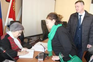 Свою книгу Светлана Горячева дарит приморцам