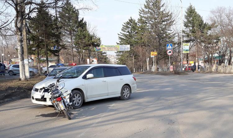 Мотоциклист - виновник аварии - скрылся с места ДТП