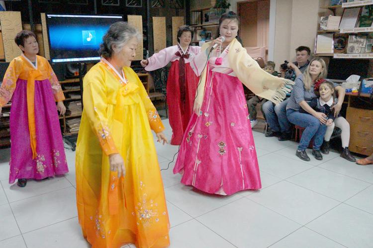 Корейские национальные песня и танец - творческий подарок гостям «Библионочи»