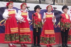 Артисты порадовали горожан праздничным концертом