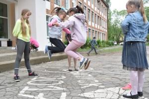 Юным спортсменам полезны дворовые игры