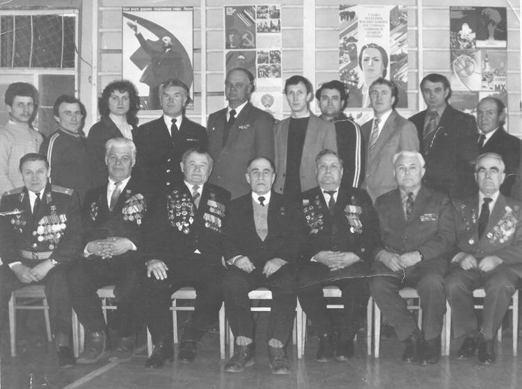 Встреча работников профессионального училища № 23 г. Партизанска с ветеранами Великой Отечественной войны и труда. В.А.Спиридонов во 2- ом ряду, крайний справа.