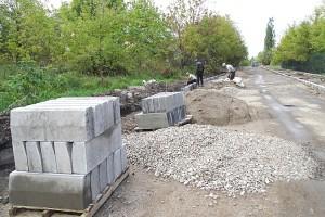 Работы по строительству тротуара на Садовой идут полным ходом