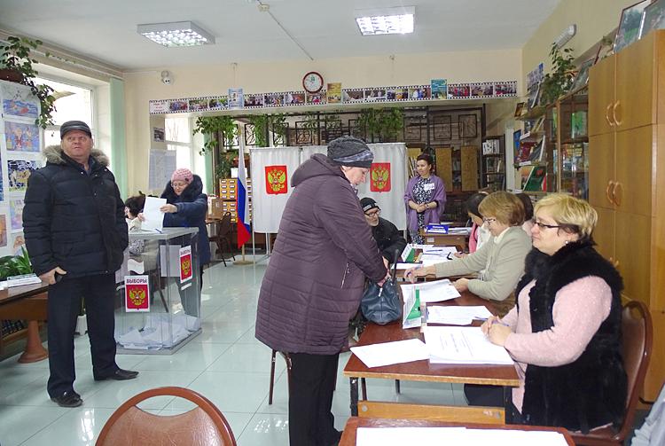 На большинстве участков, включая сельские территории, побывал в день выборов исполняющий обязанности главы городского округа Николай Кодин