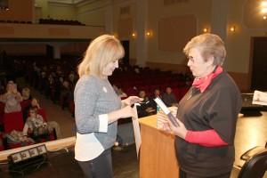 Благодарность от врио губернатора и книга от сенатора Анжелике Котовой