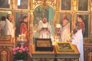 Владыко Николай провел службу в храме Рождества Божией Матери