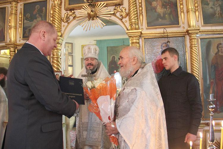 Николай Кодин поздравил отца Василия с Днем ангела