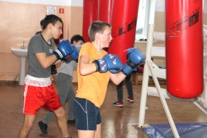 Всего в округе боксом занимаются более шестидесяти юных спортсменов